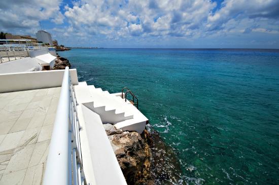 Nah Ha Condominiums: Nah ha ladder to the ocean