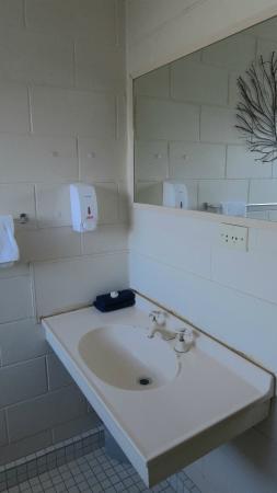 Kuirau Park Motor Lodge: Spa Room Bathroom
