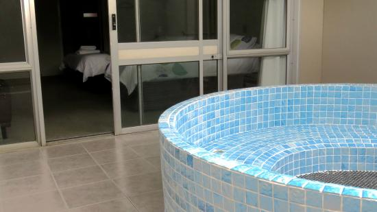 Kuirau Park Motor Lodge: Private Spa Pool in Spa Rooms