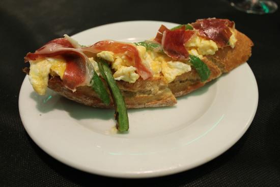 El Rosario: jamon, egg and green bean tapas