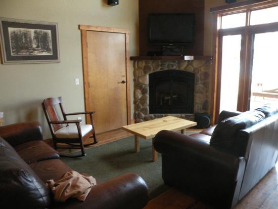 Good Ol' Days Family Resort : Cabin living room
