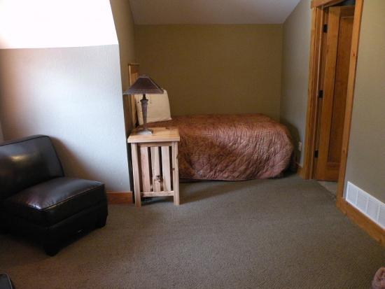 Good Ol' Days Family Resort : Cabin upstiars bedroom