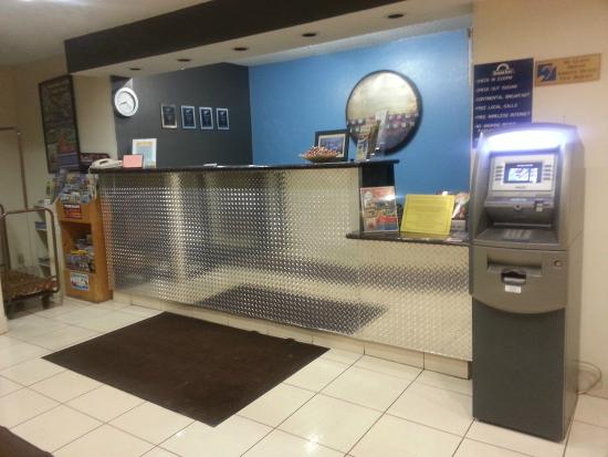 Days Inn Portage: Our Front Desk Area