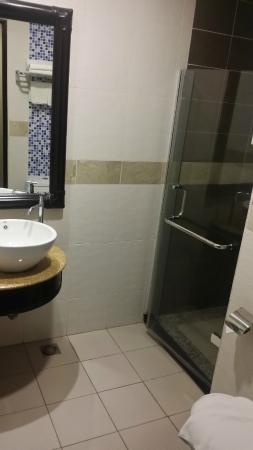 KK Times Square Hotel: The standard toilet