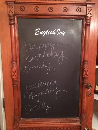 The Ivy House Bed and Breakfast : Linda's very sweet Birthday wishes on the door!
