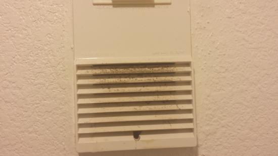 Motel 6 Houston East - Baytown : Dirty vents