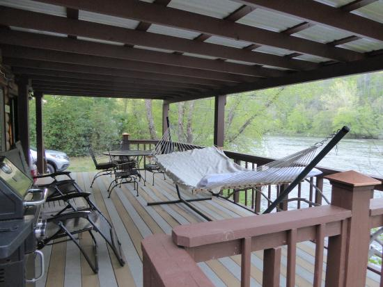 Asheville River Cabins: The deck and double hammock to watch the French Broad River flow by.