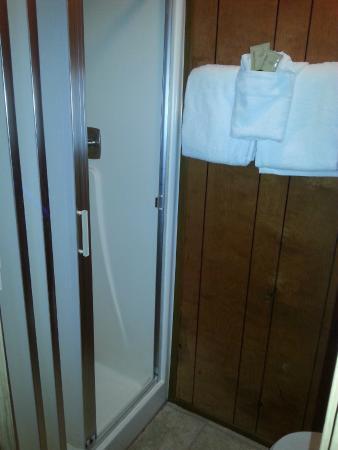 The Orca Inn: bathroom