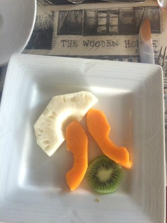 The Wooden House Lodge: Fresh fruit at breakfast