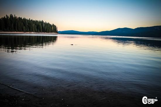 Lake Almanor: Sunrise stomps
