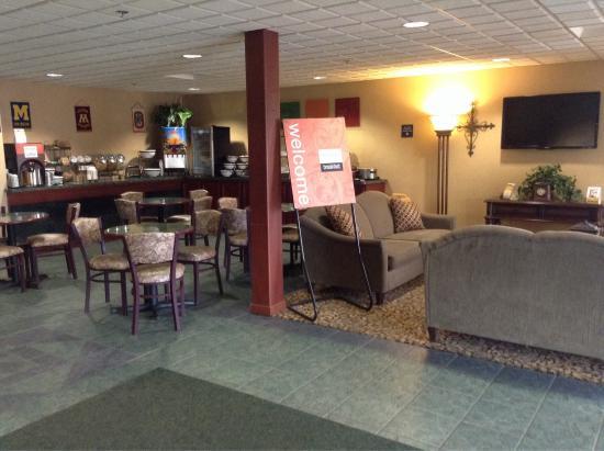 Comfort Inn & Suites: Lobby area