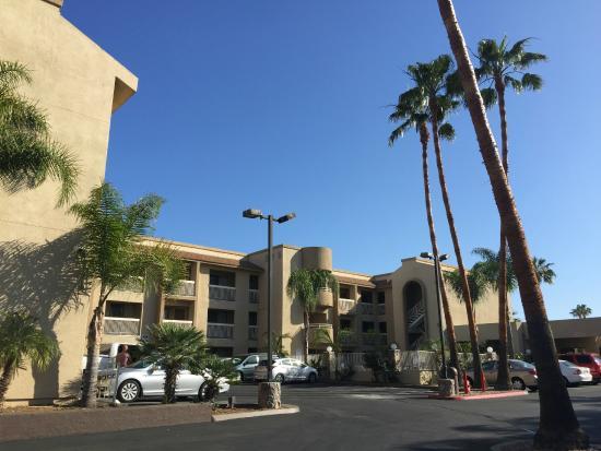 Chula Vista Inn: Outside, parking lot