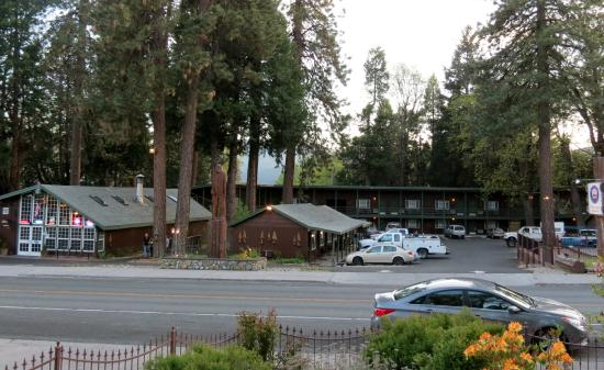 Shasta Inn : Front of Hotel