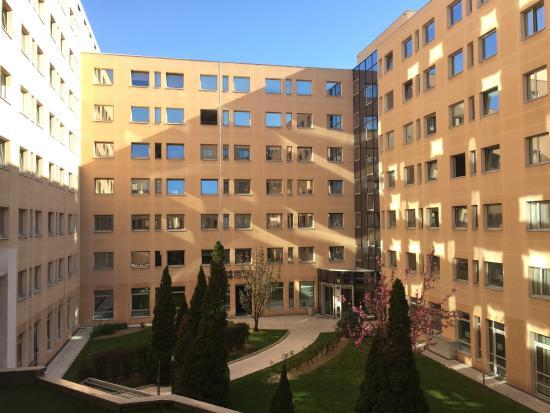 Campanile Lyon Centre - Gare Part Dieu: 中庭を望む