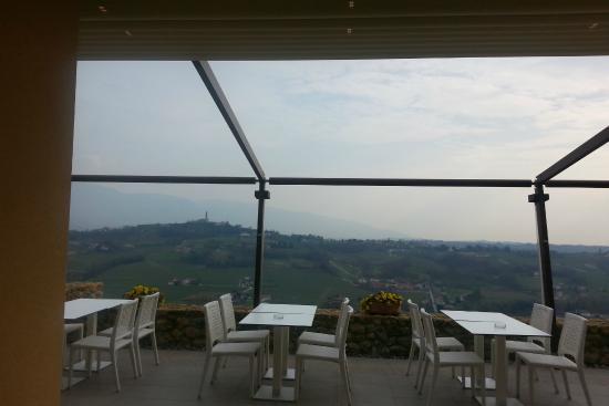 Hotel Villa del Poggio: What a vista - the patio off the lobby and dining area