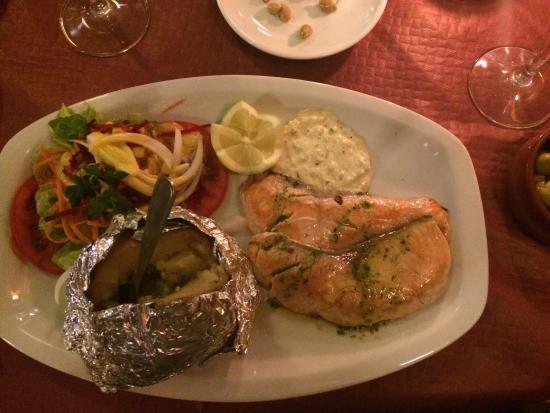 Miel y Nata Mountain: Genial filete de atún con patata asada