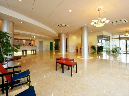 Hotel Gen Hamamatsu Inter: 明るく広いロビー