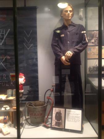 Aalesunds Museum: นักดับเพลิงกับถังดับเพลิงเมื่อร้อยกว่าปีที่แล้ว