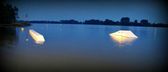 Wakepark Slesin: Nocne pływanie