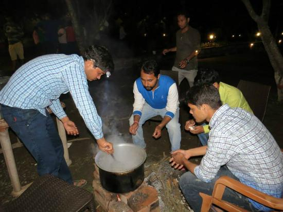Royale Rainbow Resort: Students engaged in cooking - boys