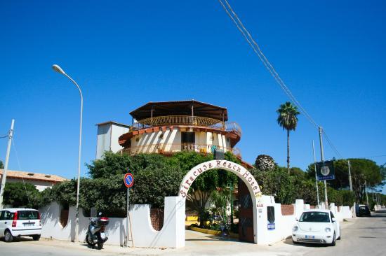 Siracusa beach hotel syracuse italien omd men och for Hotel resort siracusa