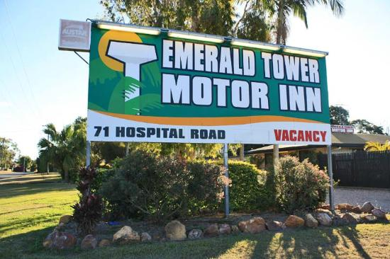 ‪Emerald Tower Motor Inn‬