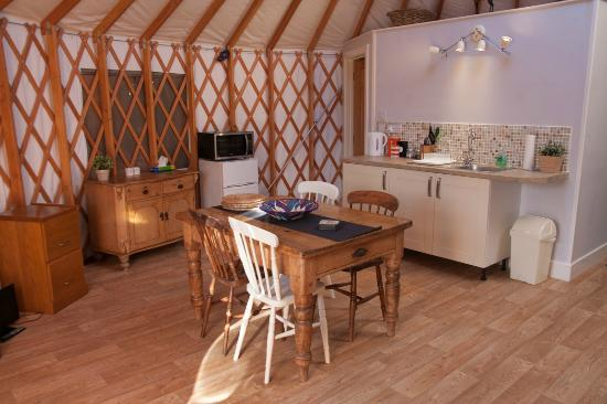 The Old Piggery Bed and Breakfast: Saddleback Yurt - Dining & Kitchen Area