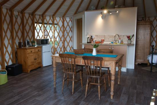 The Old Piggery Bed and Breakfast: Old Spot Yurt - Dining & Kitchen Area
