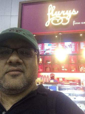 Flury's : Flurys kiosk in Kolkata airport