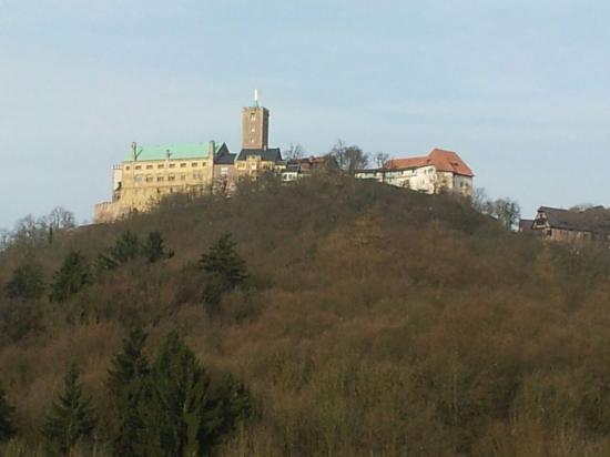 Hotel Haus Hainstein Eisenach : Morgentlicher Blick von der Restaurantterrasse auf die gegenüber ligende Wartburg