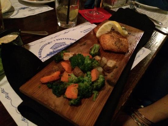 Warehouse No 1 Restaurant: Perfect cedar plank salmon