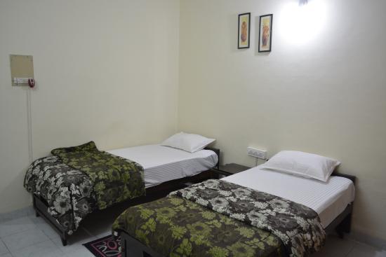 Global Residency : twin bed