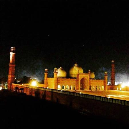 Badshahi Mosque: Vista noturna