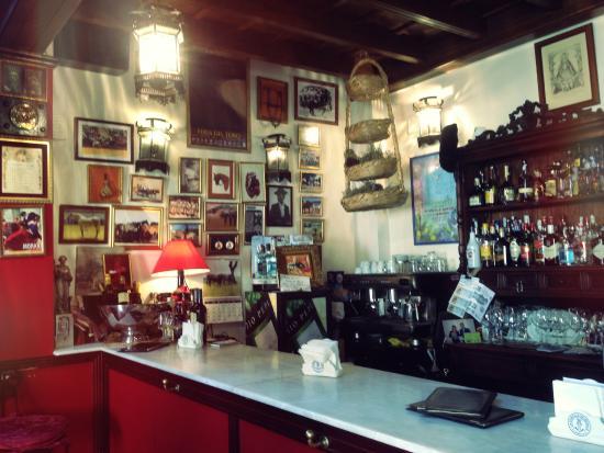 Casa Curro Montoya: At the bar