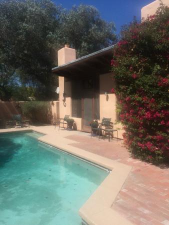 Adobe Rose Inn: Pool and door to one room