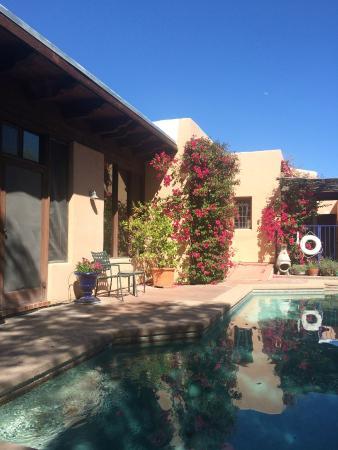 Adobe Rose Inn: Pool view to room