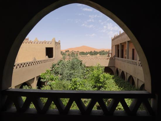 L'Auberge Oasis: View to the Erg Chebbi from upstairs