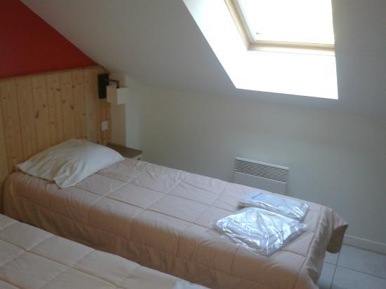 Pierre & Vacances Résidence Le Domaine du Bois de la Gree : chambre 2 lits simples