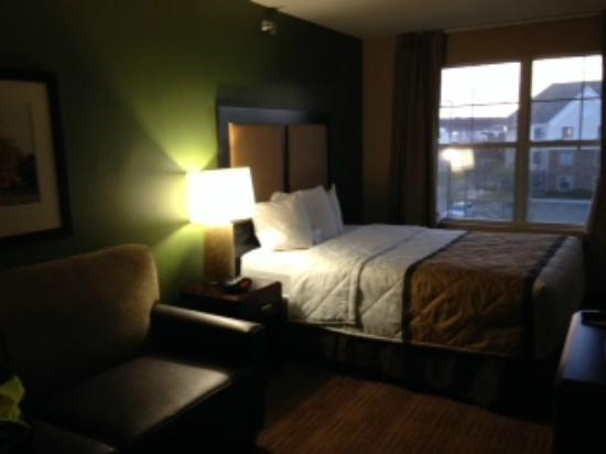 Extended Stay America - Detroit - Auburn Hills - Featherstone Rd.: This was how our room looked as we walked into it.