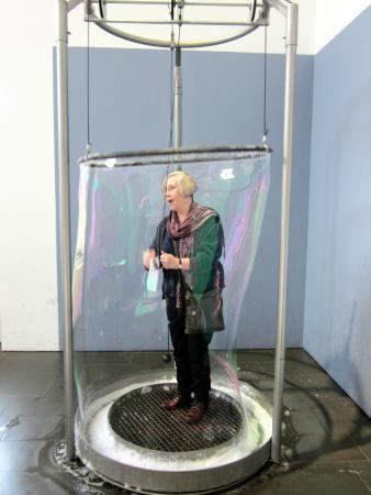 Mathematikum: Make you own soap bubble!