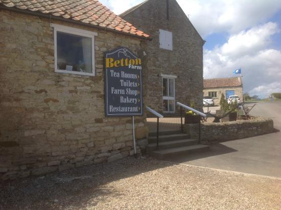 Betton Farm : Entrance - see the gravel