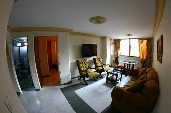 Cali Plaza Hotel: Living room