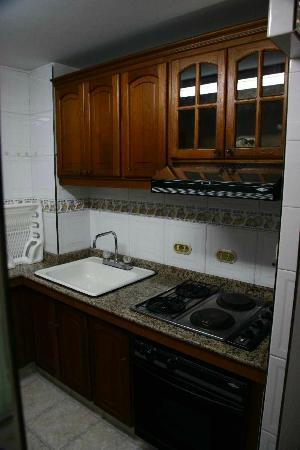 Cali Plaza Hotel: Kitchen