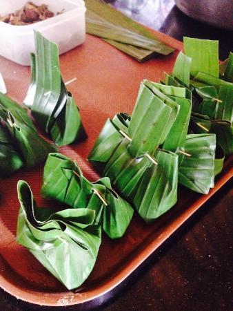 Bumbu Bali Cooking School: dumplings in banana leaves
