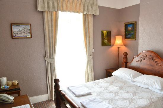 Kinmel Hotel: Back Room