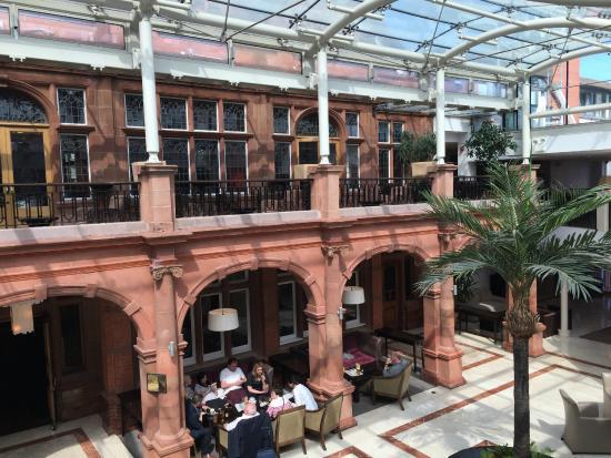 Clayton Crown Hotel Lobby Bar