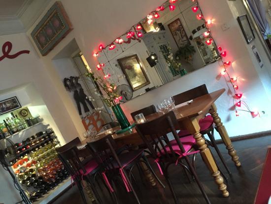 Restaurant XA: une des 2 salles de restaurant