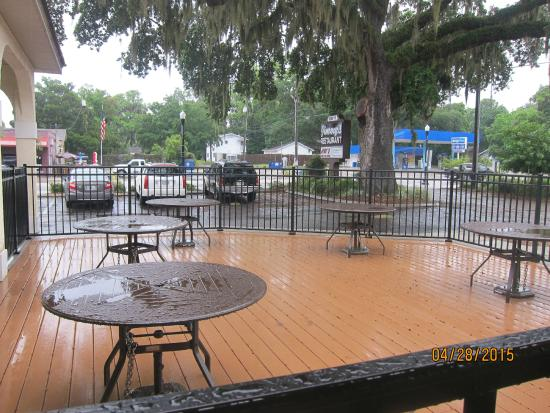 Jimmy's Boulevard Restaurant: outdoor patio