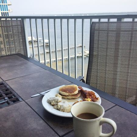 Bel Sole Condominiums: Breakfast on the balcony
