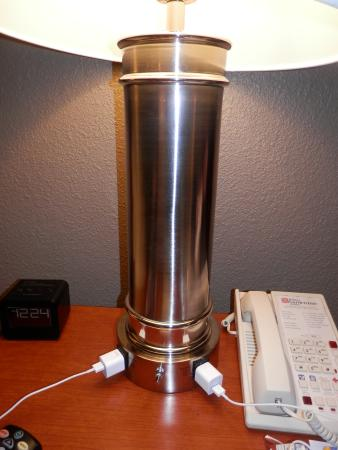 Hilton Garden Inn Burlington: Lamps had handy outlets built in